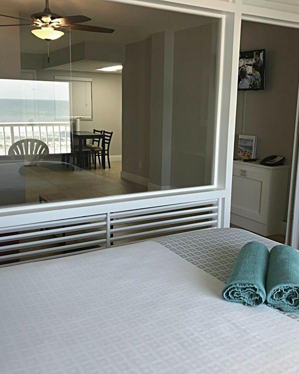 maverick-ormond-beach-condo-bermuda-room-web-1011